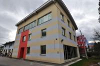 Novoizgrađeni poslovni objekat površine od 374 m2 na tri etaže, Stup