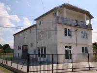 Poslovni,stambeno-magacinski prostor hala-Kraljevo Jarčujak